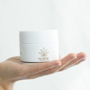 Nordic Cosmetics Body Butter mit CBD & Avocadoöl